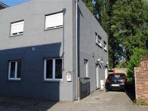 Cette charmante maison 3 façades avec terrasse exposée sud Ouest ENTIEREMENT RENOVEE en 2010, vous séduira par sa décorati