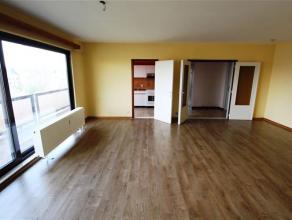 Au centre de Waremme, venez découvrir ce lumineux et vaste appartement 3 chambres. Il est composé d'un hall d'entrée, séjo
