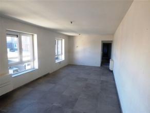Dans lhyper-centre de Waremme, découvrez cet appartement de standing au 1er étage (à l'arrière - au calme) entièrem