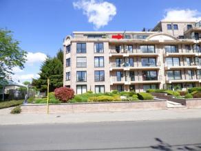 OPTION ! Bel appartement situé au 4 ième étage comprenant: Hall d'entrée, séjour de 40 m², cuisine équi