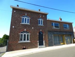 OPTION ! Maison de village 4 façades avec ancien commerce disposée comme suit; Au rez de chaussée: Hall d'entrée, salon, s