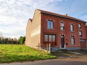 Spacieuse maison villageoise 3 f située dans un cadre idéal. Dotée de nbreux volumes au potentiel impressionnant. 3 ch, living, c