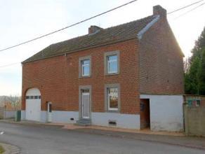 Dans le village d'Avennes, dans une rue à faible passage et à proximité de toutes facilités, belle maison 4F à conf