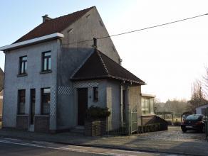 Ruime halfopen gezinswoning, gelegen in het bruisende Borsbeke, voorzien van alle comfort: inkomhal met apart toilet, ruime woonkamer in L-vorm, open