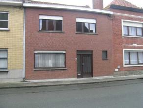 Groot Kortrijk (Bissegem) : mooi afgewerkte woning bestaande uit ruime living met terrasvensters en zicht op tuin, tuin van 30 m diepte, inkom, doorlo