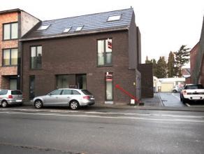 Dit energiezuinig appartement is centraal gelegen nabij het centrum van Beveren. Het appartement heeft een inkomhal, een berging/wasplaats, een badkam