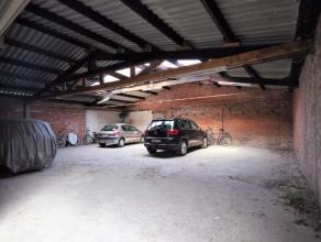 Ideaal magazijn in het centrum van Sint-Niklaas met een oppervlakte van 135m². Het magazijn maakt deel uit van een appartementsgebouw en heeft ee