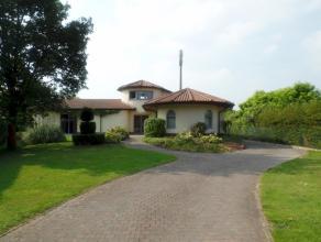 Oordegem: Ruime villa met 3 slaapkamers / 2 badkamers Lede / Oordegem. Omgeven door zijn groen, staat in het midden van dit terrein deze mooie villa i