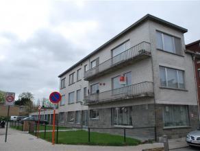 Instapklaar appartement (1e verdieping, geen lift) van 110 m². Zeer ruim en zonnig! Indeling: hall, berging, keuken met balkon, leefruimte, badka