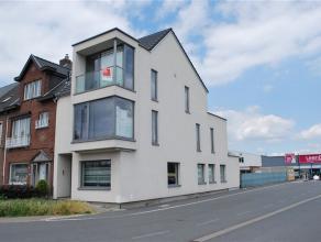 Recent gebouwd duplex appartement met dakterras. Dit fijne appartement is zeer centraal gelegen, vlakbij de Parklaan (op wandelafstand van AZ Nikolaas