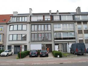 Gezellig, instapklaar appartement aan de Parklaan, gelegen op de 1ste verdieping (zonder lift). Indeling: Inkomhall, ruime en lichte woonkamer, keuken