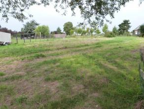 Bouwgrond te koop met een oppervlakte van 1.347 m² met een vlotte verbinding naar de dorpskern van Drongen. Heel vlotte bereikbaarheid via de R4.