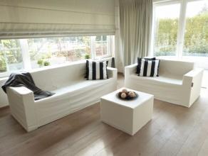Gelegen op een zucht van het centrum Lovendegem met een vlotte verbinding naar N9 en R4. Deze villa heeft volgende doordachte indeling: inkomruimte, b
