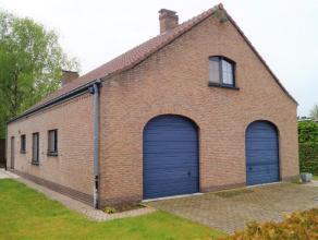 Deze ruime woning is gelegen in een residentiële verkaveling te Lovendegem, met een vlotte verbinding naar het centrum, N9 en R4. Aangename inkom