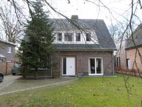 Mooie vrijstaande woning gelegen op wandelafstand van het dorp Lovendegem. De woning is zeer rustig gelegen door achterliggend bos. De woning omvat vo