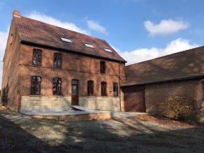 Af te werken hoeve op idyllische ligging. De woning is gelegen in een groene zeer rustige omgeving met prachtige natuur van de Vlaamse Ardennen en op