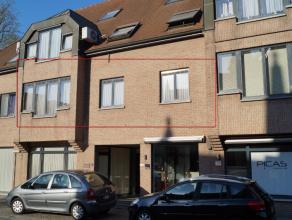 Stipt onderhouden appartement van +/- 97 m2 met zicht op het kerkplein van Lovendegem. Ideale lichtinval en zowel living als slaapkamers geven uit aan