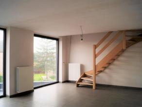 Duplex appartement gelegen nabij het centrum van Lovendegem met een vlotte verbinding naar N9 en R4. Het appartement heeft volgende indeling: inkomrui