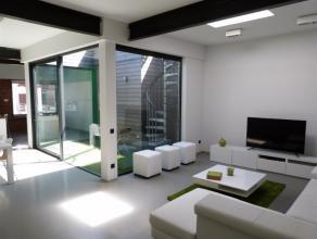 Dit appartement is gelegen op wandelafstand van het centrum Deinze met een vlotte bereikbaarheid per wagen. Deze lichtrijke woning heeft een totale op