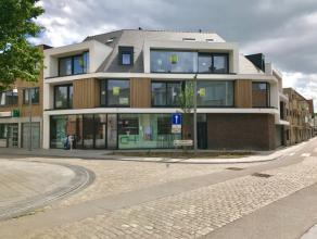 Prachtig nieuwbouwduplex met een zeer laag energieverbruik. Gelegen in het dorp van Lovendegem met een vlotte verbinding naar de N9 en R4. Het apparte