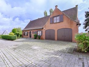 Prachtige ruime villa gelegen midden in de Vlaamse Ardennen te Ronse op een terrein van 1.750m². Bestaande uit een inkom, ruime en lichtrijke woo