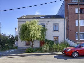 BOD LOPEND. Unieke opportuniteit om niet te missen!! Ruim woonhuis uit 19de eeuw gelegen in een rustige straat van Salzinnes. Zijn groot terras en moo