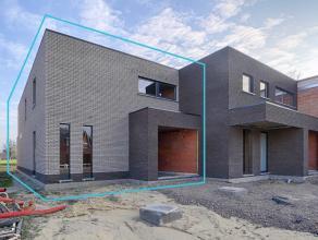 Kom nog meer details te weten op www.directverkoop.com onder referentie 36795. Halfopen nieuwbouwwoning gebouwd met zeer kwalitatief materiaal, voorzi