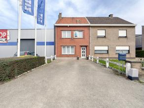 Kom nog meer details te weten op www.directverkoop.com onder referentie 38761. Deze mooie rijwoning, gelegen op de Gentsesteenweg te Asse, is zeer gun