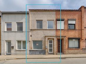 Kom nog meer details te weten op www.directverkoop.com onder referentie 39075. Deze recent gerenoveerde woning is gelegen in de Leuvestraat. Het pand