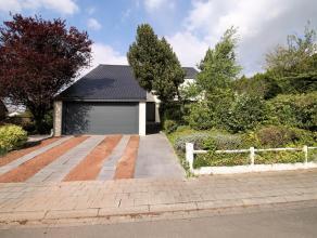 Située dans un quartier résidentiel proche du parc de Tervuren et de la BSB, cette villa de style contemporain dispose d'une surface hab