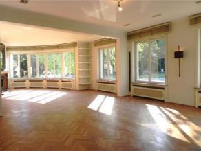ROOSEVELT // QUARTIER AMBASSADES. Superbe appartment avec goût de ±185m² au premier étage se composant de: hall d'entr&eacute