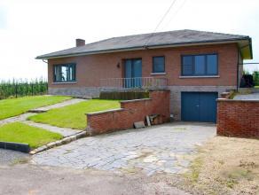 Deze ruime woning is prachtig gelegen in een groene omgeving met achterliggende velden en boomgaarden. Gunstige ligging in de driehoek Tienen - Sint-T