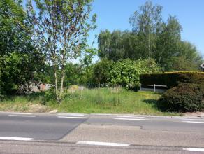 Deze bouwgrond is gunstig gelegen nabij de stad Landen (naast huisnr. 130). Vlotte verbinding naar de stad, openbaar vervoer en de E40 Luik-Brussel. O