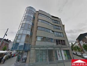 Bel appartement situé au centre ville, à proximité de toutes commodités, comprenant un living de 24m², une cuisine am