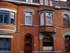 Cette grande maison est située à proximité immédiate du centre ville, des commerces, de la gare, des infrastructures sport