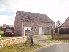 Cette villa de 2001 a été construite sur un terrain de +/- 12 ares dans un quartier résidentiel de Braine-le-Comte. Au rez-de-cha