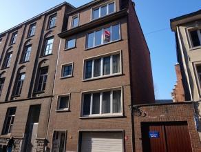 Gezellig appartement met 2 slaapkamers in het centrum van Leuven.<br /> Indeling: Inkomhal met vestiaire, living met veel lichtinval, volledig ge&iuml