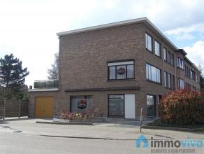 Deze ruime woning ligt slechts op een boogscheut van verschillende belangrijke invalswegen, openbaar vervoer en stadscentrum van Mortsel. Op het gelij