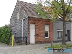 Deze woning kan mits de nodige renovatiewerken omgetoverd worden tot een knusse woning met 2 slaapkamers! Gunstig gelegen ten opzichte van het centrum