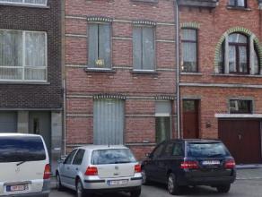 Te renoveren ruime gezinswoning (190m² bewoonbaar) gelegen in een residentiël buurt in Wilrijk. In de nabijheid van Park Fort 5 en met zeer