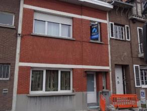 Deze mooi gerenoveerde woning heeft een zeer goede ligging ten opzichte van de A12 en E19.De ruime gelijkvloers bestaat uit een inkomhal met trap naar