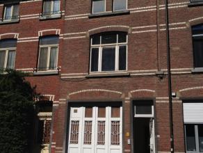 Een te renoveren woning met 2 tot 3 slaapkamers. Gelegen in het centrum van Leuven op een oppervlakte van 1a 51ca. Woonoppervlakte: circa 160 m²