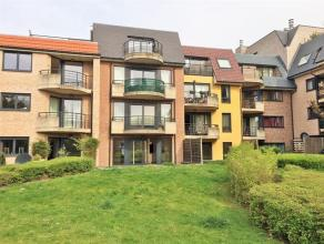 Zavelenberg. Rez-de-chaussée de ± 106m² avec terrasse et jardin plein sud. Hall d'entrée, living, cuisine équip&eacut