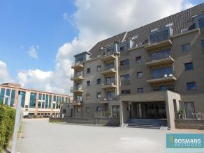 Instapklaar gemeubileerde studio (40 m²) in het centrum van Turnhout. Indeling van het appartement: woonkamer met volledig geïnstalleerde ke