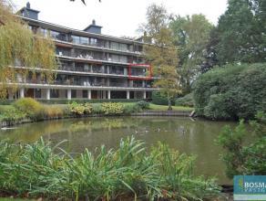 """Zeer verzorgd en gerenoveerd appartement in residentie """"Vijverhof"""" met twee slaapkamers en ruim terras omgeven door parktuin.Indeling: ruime inkomhal"""