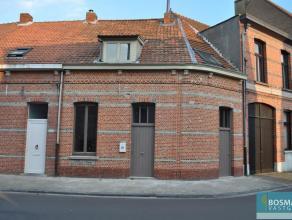 Gezellige, instapklare, stadswoning te Turnhout.Indeling: inkom, toilet met fonteintje, woonkamer met aansluitend open keuken (gasfornuis, dampkap, ko