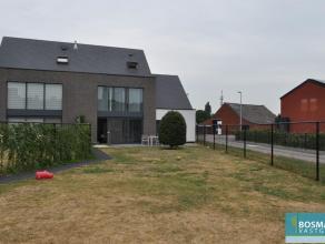 instapklare en ruime woning (HOB), 3 slaapkamers, badkamer, douchekamer, ruime afgesloten tuin met dubbele carport te Mol-Achterbos, niet ver van Euro