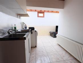 Tubize - Saintes, studio comprenant un espace séjour avec une cuisine semi équipée, 1 chambre séparée, une salle de