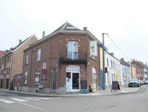 En plein centre de Braine-Le-Comte et ayant une situation stratégique, immeuble de rapport comprenant une surface commerciale au rez-de-chauss&