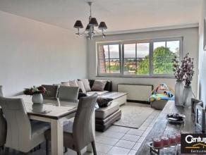 *** Loué *** Magnifique appartement idéalement situé dans le centre de Tubize. Il se compose d'un hall d'entrée avec range